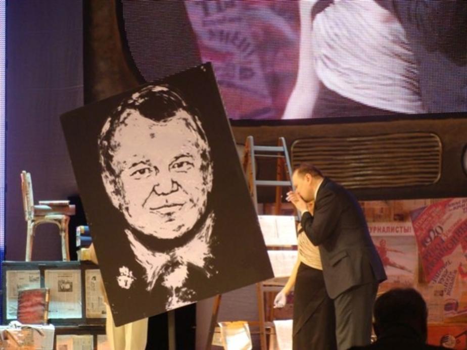 """Участница -""""Минуты славы-"""" нарисовала ладонями портрет калининградского губернатора - Новости Калининграда"""
