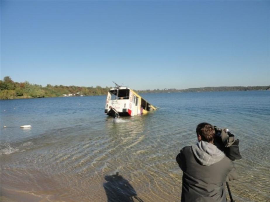 В озере под Янтарным затопили троллейбус - Новости Калининграда