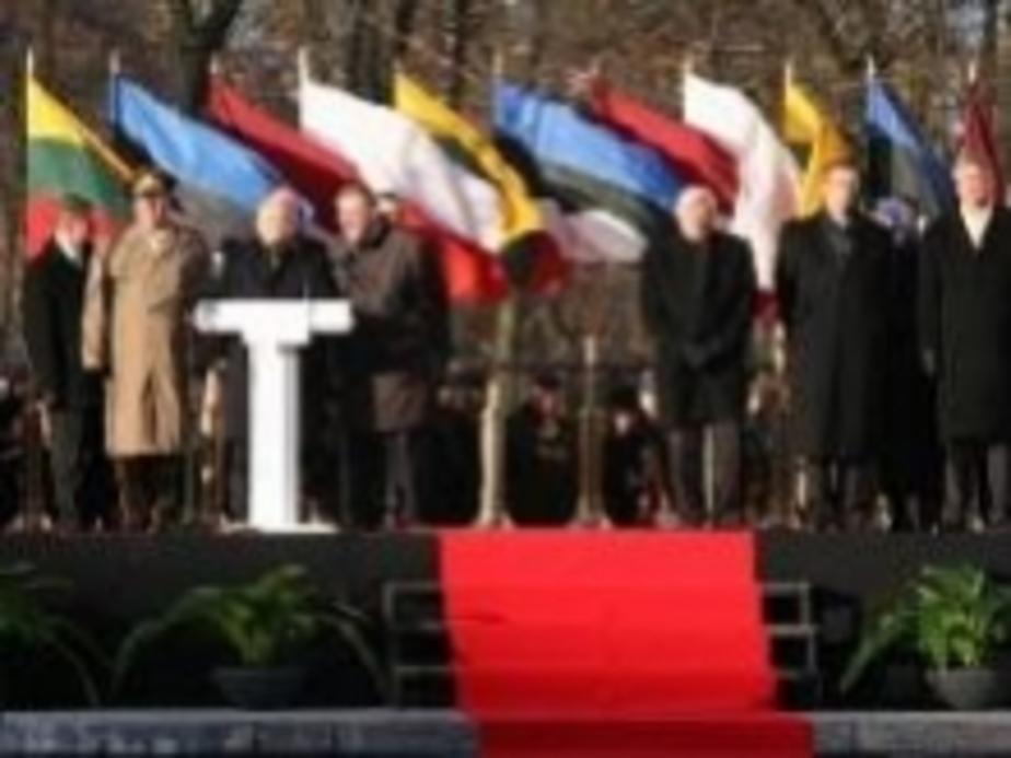 Адамкус- -Десятилетия не в состоянии залечить причин-нные оккупантами раны- - Новости Калининграда