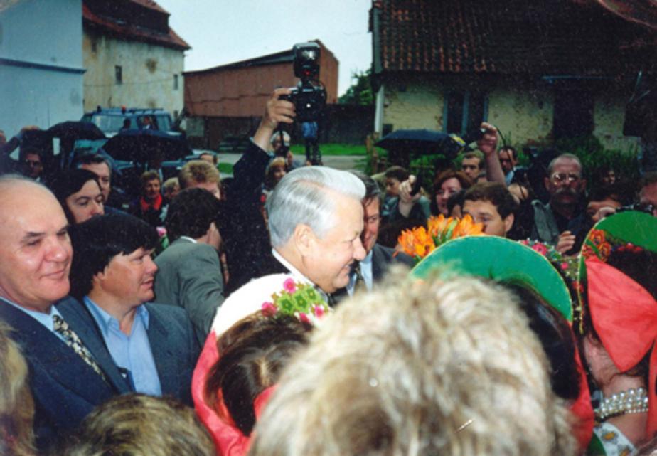 Калининградцы о первом президенте РФ: На митинге в Балтийске Ельцин подарил 15 тысяч долларов - Новости Калининграда