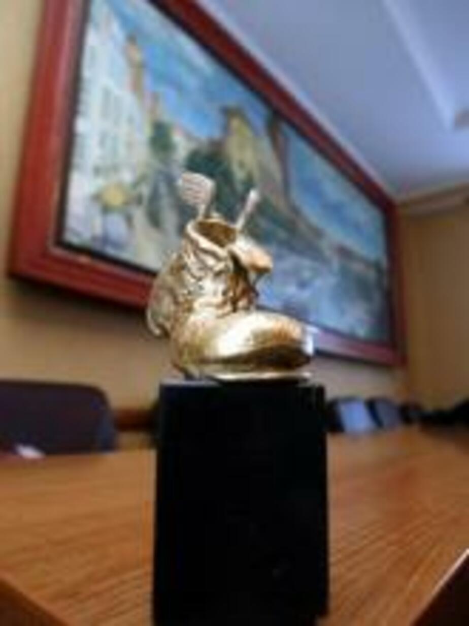 Символом конкурса -Журналист-2008- стал башмак с крыльями - Новости Калининграда
