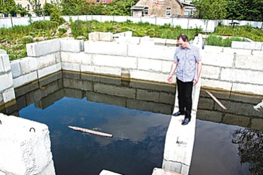 В котловане на заброшенной стройке едва не утонул ребенок - Новости Калининграда