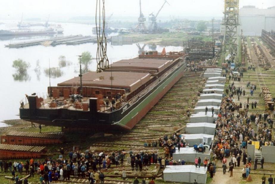 На астраханском заводе начали строить сухогрузы для Калининграда - Новости Калининграда