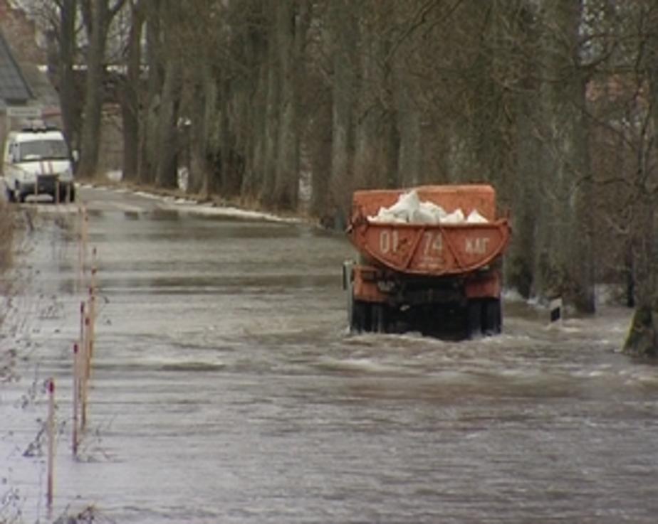Более 200 жителей Ушаково блокированы из-за прорвавшейся дамбы - Новости Калининграда