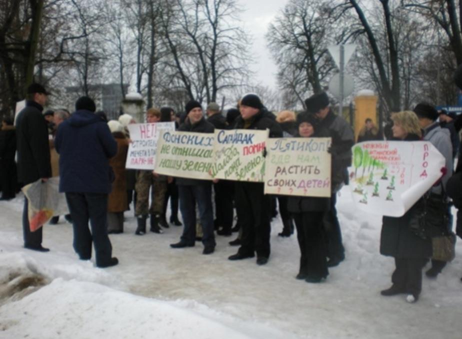 Более 100 калининградцев пришли на пикет против мечети в парке Южный - Новости Калининграда