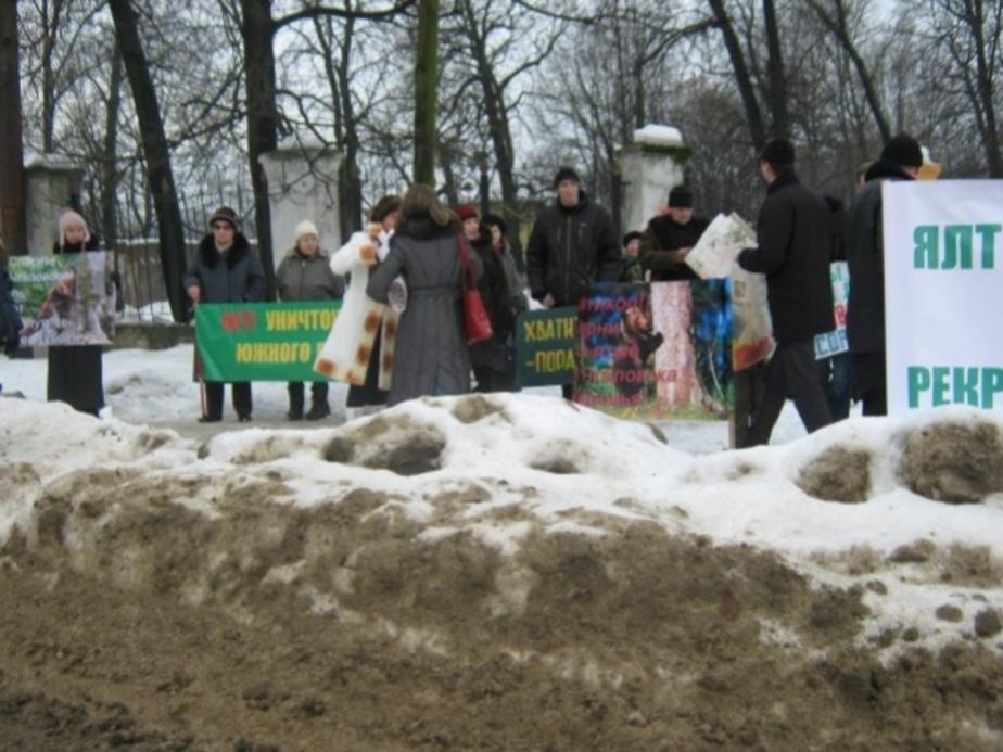 В Калининграде прошел пикет против вырубки и застройки зеленых зон - Новости Калининграда
