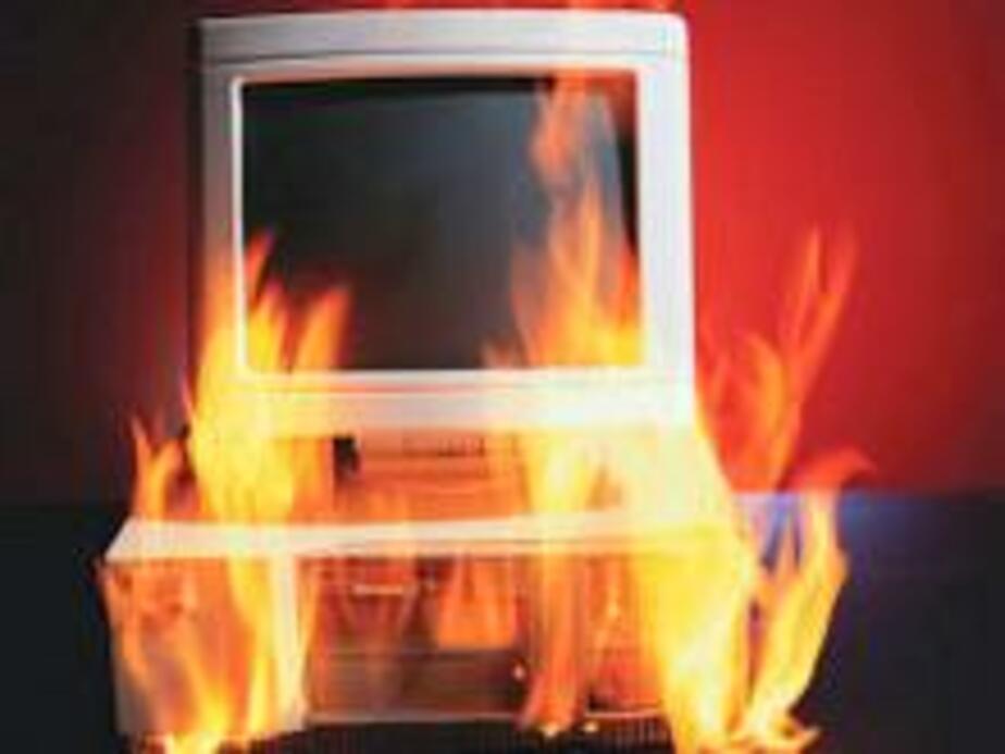 Неисправный компьютер повл-к домашний пожар - Новости Калининграда