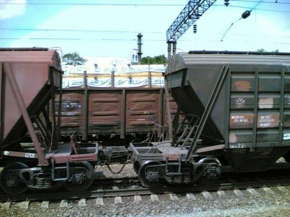 Из-за подтопления путей в Мамоново сошел с рельсов грузовой локомотив - Новости Калининграда