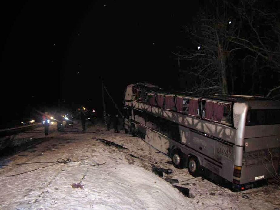 На дороге Калининград-Балтийск пассажирский автобус съехал в кювет - Новости Калининграда