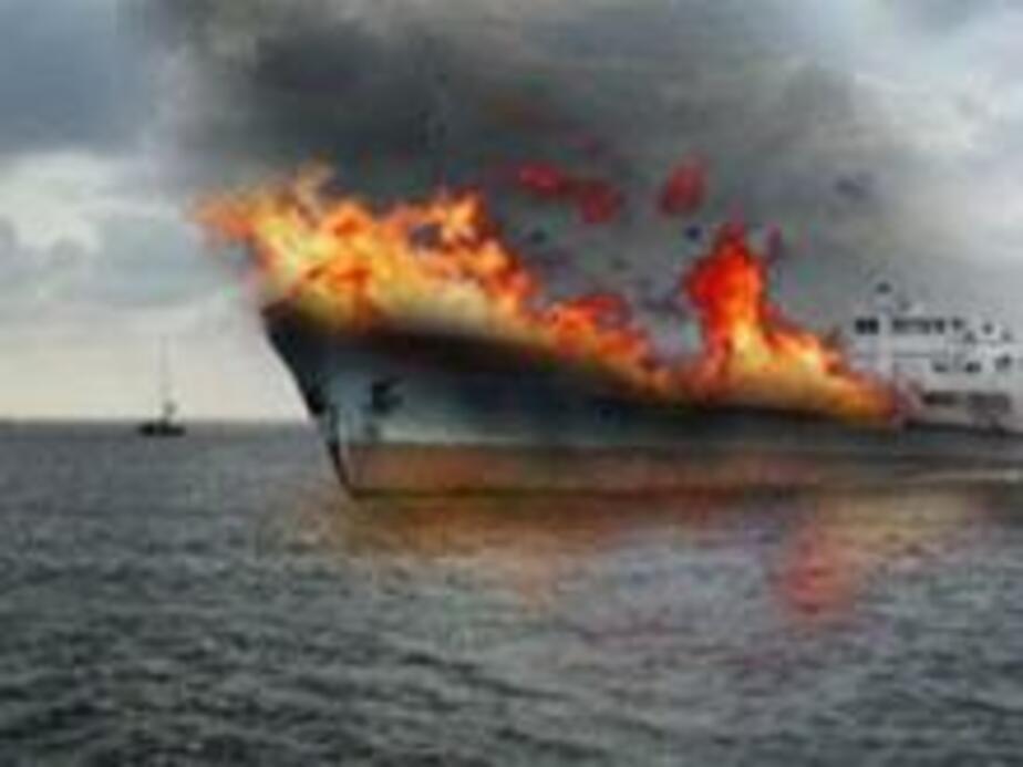 В Балтийске произош-л крупный пожар на судне - Новости Калининграда