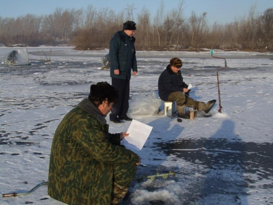 Рыбаки-любители продолжают выходить на тонкий лед водоемов - Новости Калининграда