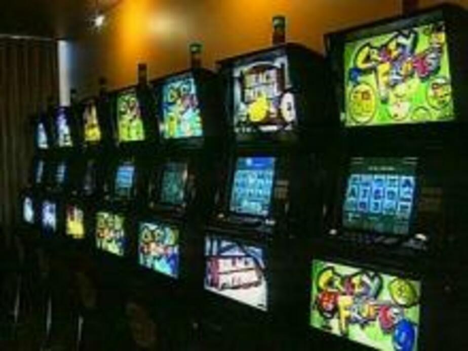 Проиграл все деньги в игровых автоматах скачать игру игровые автоматы обезьянки на телефон