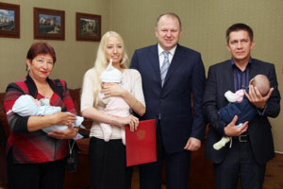 Первый сертификат на региональный материнский капитал получила семья- в которой родилась тройня - Новости Калининграда