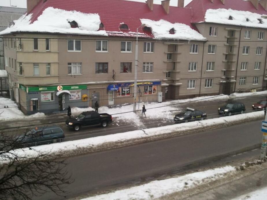 Падение снега с крыш домов - Новости Калининграда