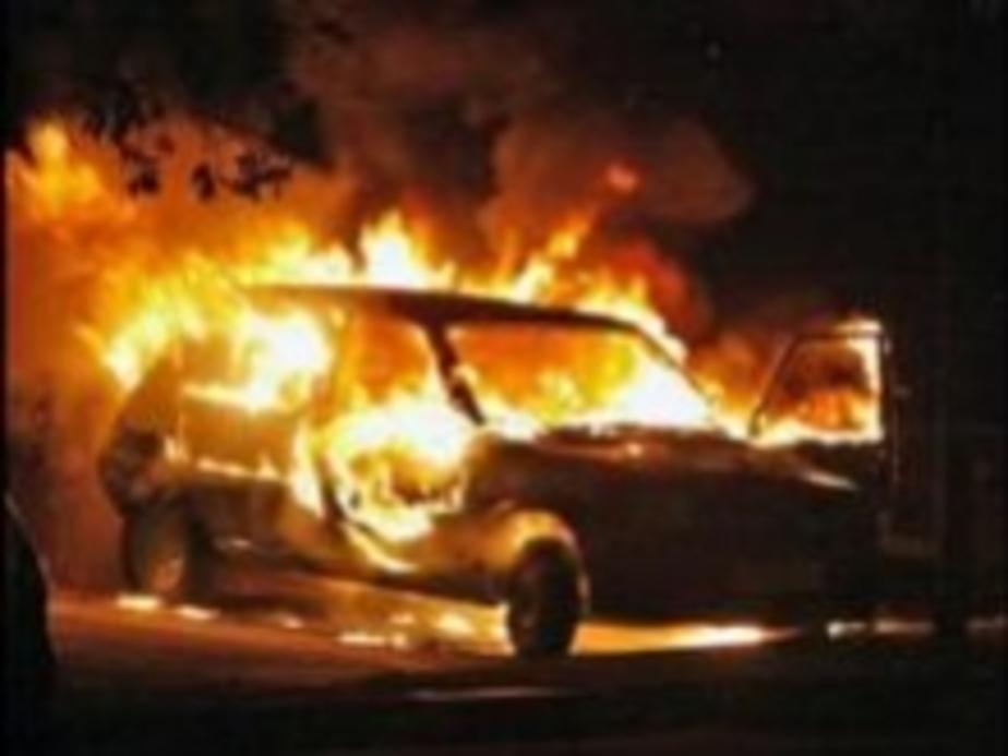 Сожгли Mercedes начальника угрозыска - Новости Калининграда