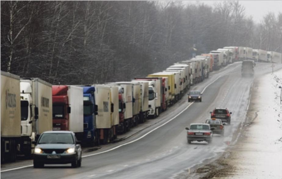 На границе в Чернышевском образовалась 15-километровая очередь из грузовиков - Новости Калининграда