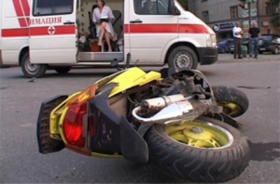 В Озерске пьяный скутерист наехал на дорожный знак и сломал ногу - Новости Калининграда
