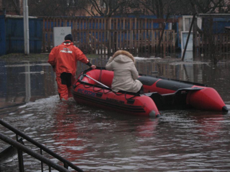 Уровень воды на затопленных улицах Калининграда снижается - Новости Калининграда