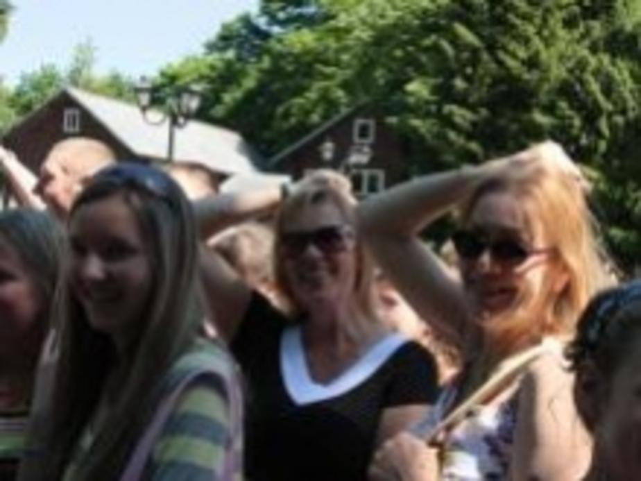 Калининградцы д-ргали себя за волосы возле Мюнхгаузена - Новости Калининграда