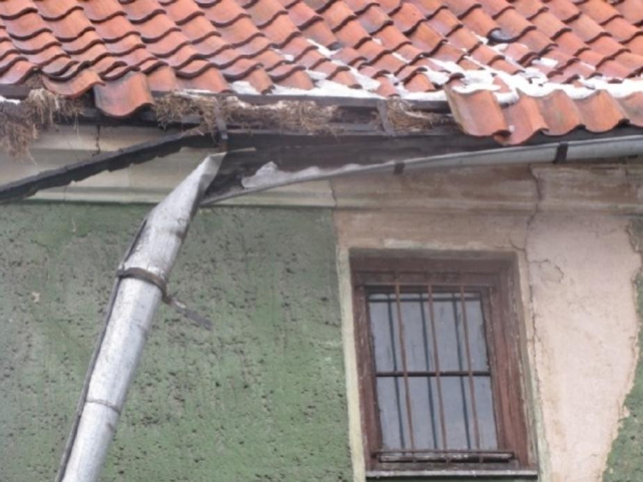 На улице Беломорской обвалилась крыша дома - Новости Калининграда