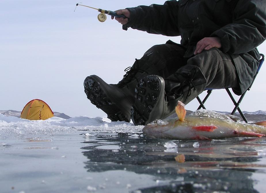 Рыбаков начнут штрафовать за выход на лед калининградских водоемов - Новости Калининграда