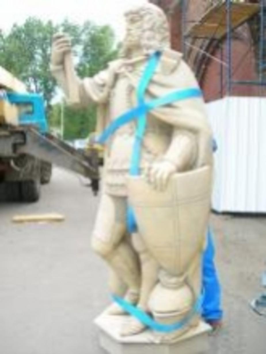 На Фридланских воротах установили скульптуру Фридриха фон Цоллерна -фоторепортаж- - Новости Калининграда