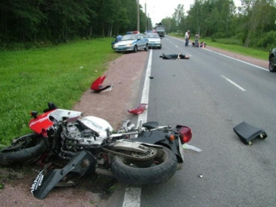 На дороге Советск-Славск нетрезвый водитель опрокинулся вместе с мотоциклом - Новости Калининграда