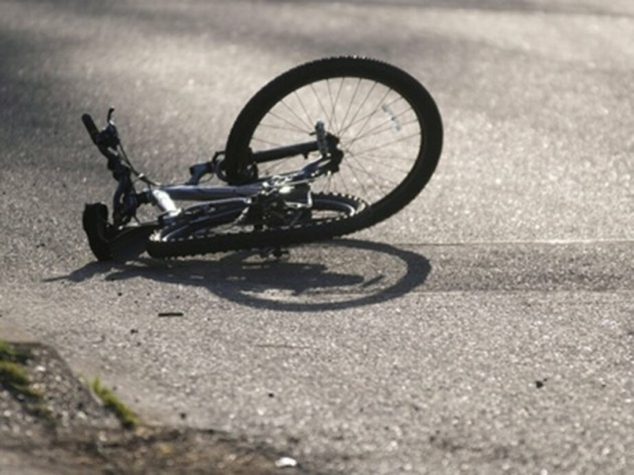 На ул- Ломоносова водитель джипа сбил велосипедистку и скрылся - Новости Калининграда