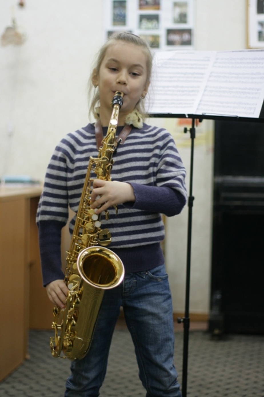 Мечтает стать саксофонисткой