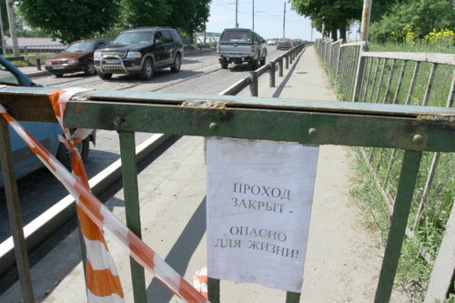 Мост на улице Суворова полностью закрыли для пешеходов - Новости Калининграда