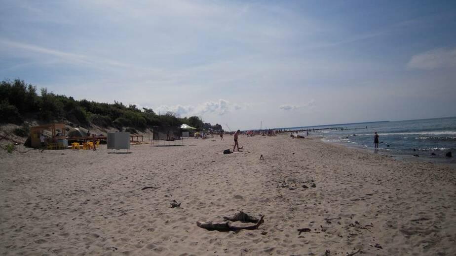Опомнились: На пляже в Зеленоградске поставили кабинки для переодевания - Новости Калининграда