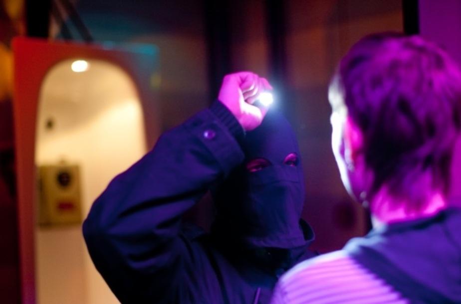 Полиция задержала в калининградском ночном клубе подростков с наркотиками - Новости Калининграда