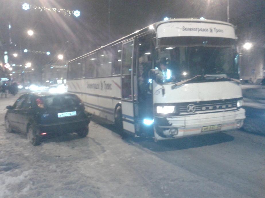 """В Калининграде автобус столкнулся с """"легковушкой""""- пострадали пассажиры - Новости Калининграда"""