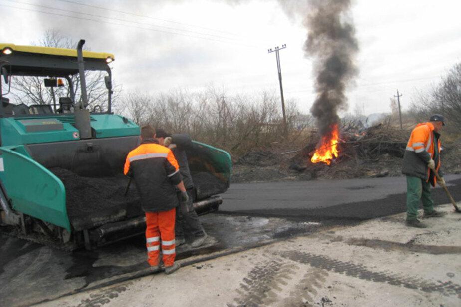 В Калининграде экоконтроль оштрафовал дорожных рабочих за сжигание покрышек - Новости Калининграда