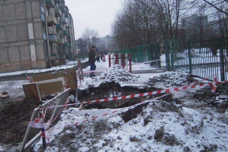 В Калининграде провал около входа в детсад увеличился