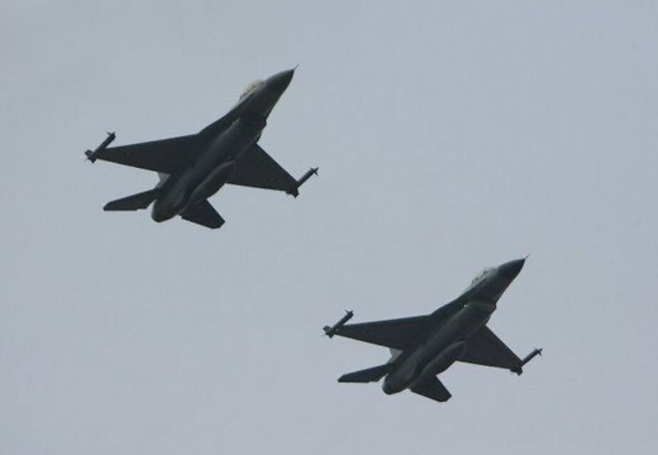 Истребители НАТО сопроводили 4 калининградских самолета