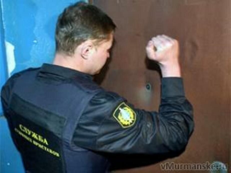 В Пионерском приставы выселили из квартиры должницу - Новости Калининграда