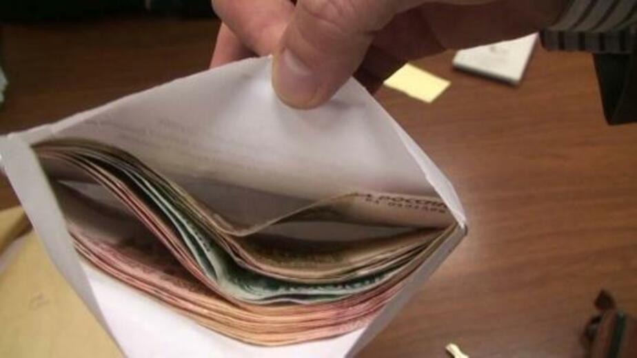 Таможенника оштрафовали на 12 тыс- рублей за взятку в 300 рублей - Новости Калининграда