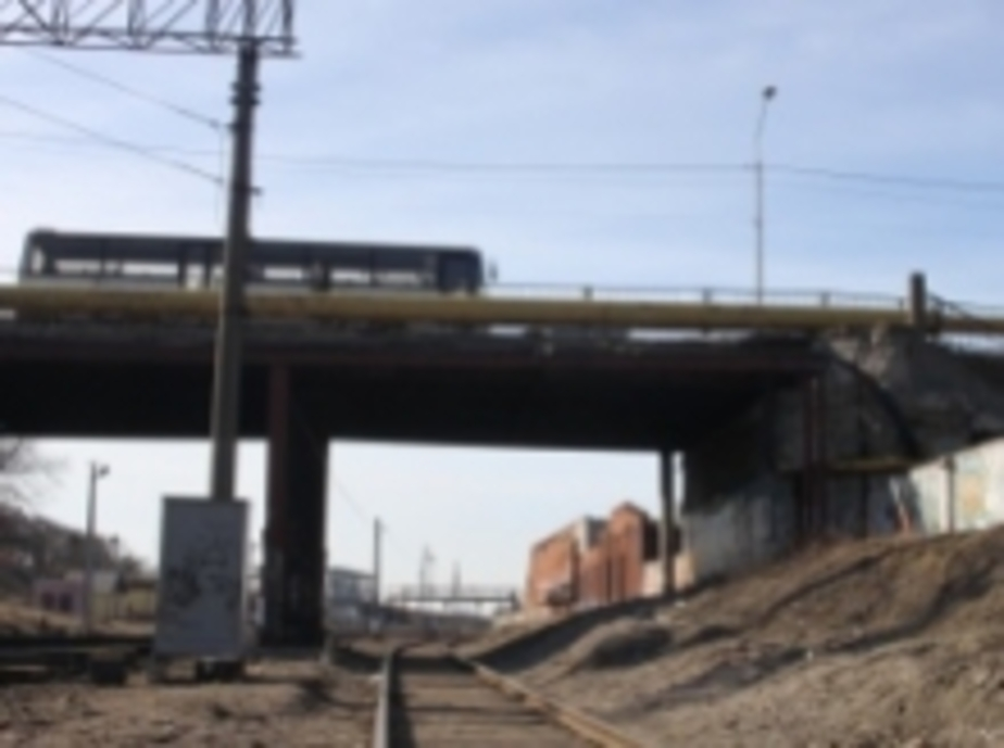 Аварийный мост на Аллее Смелых начнут реконструировать в конце апреля