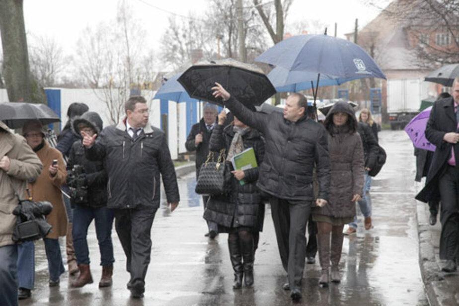 Чиновники тонули в лужах грязи - Новости Калининграда