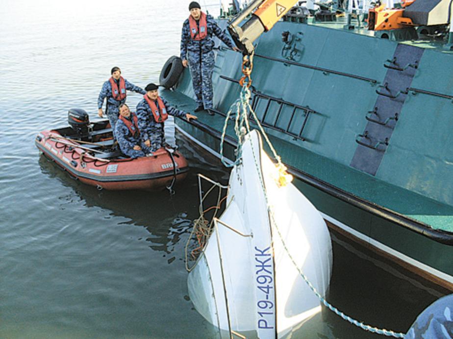 На поиски рыбаков спасатели вышли через 12 часов