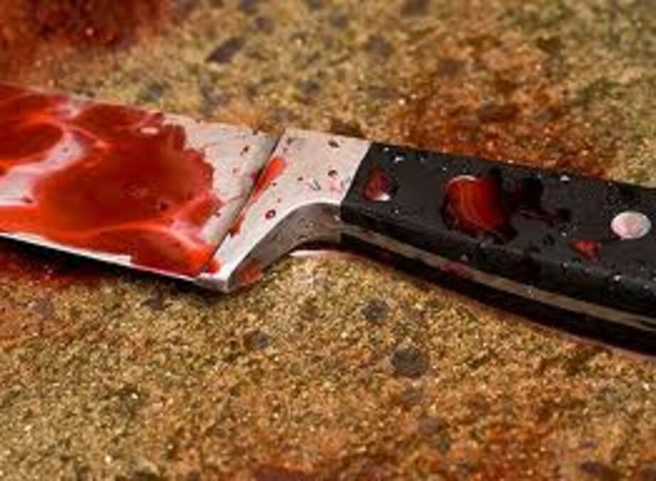 Пьяный житель Мамоново ударил себя ножом в живот
