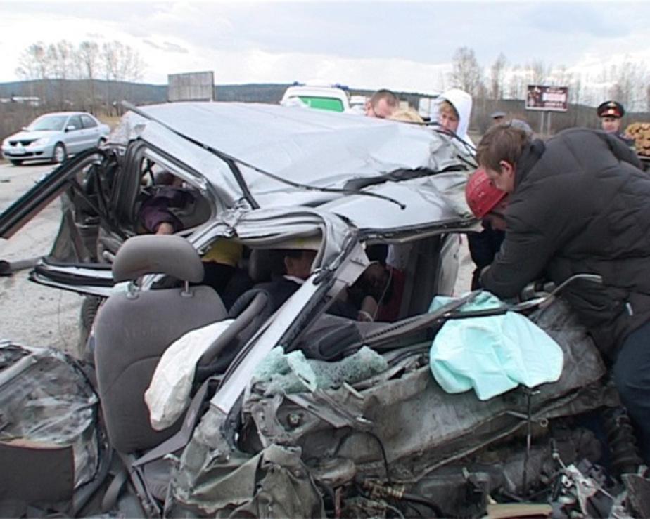 На полесской трассе очевидец вытащил пятерых из горящего автомобиля - Новости Калининграда
