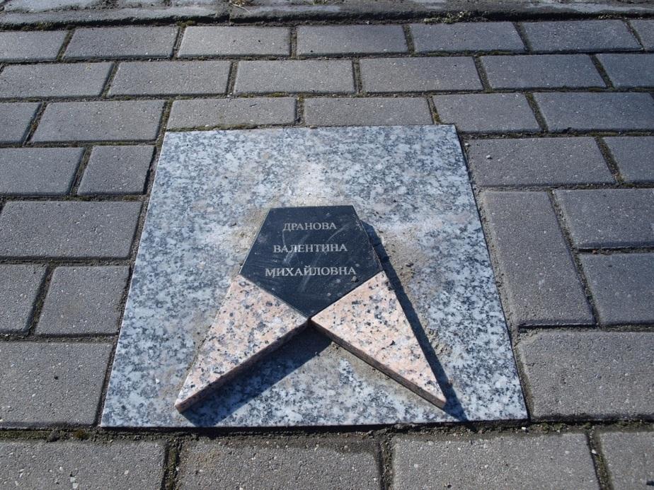 В Балтийске вандалы изувечили памятные звезды на Аллее спортивной славы - Новости Калининграда