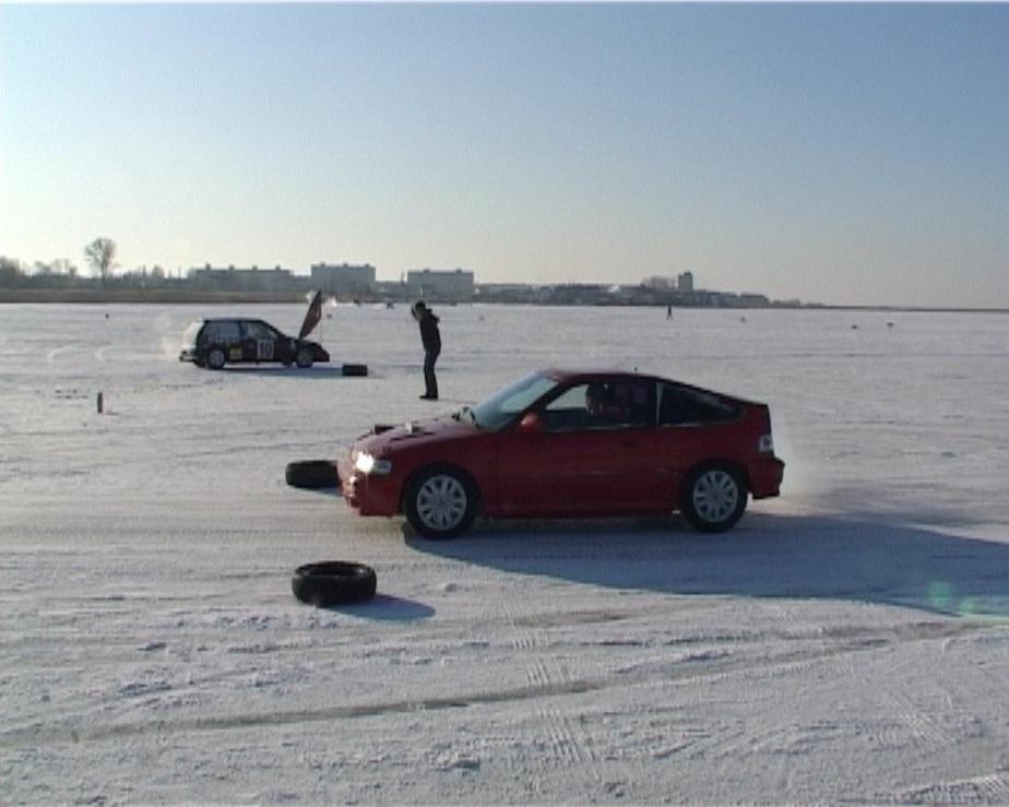 В Калининграде автомобилисты провели благотворительные ледяные гонки - Новости Калининграда