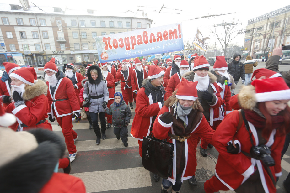 В Калининграде прошло шествие Дедов Морозов - Новости Калининграда