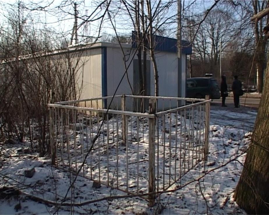 В Калининграде на братской могиле построили продуктовый ларек - Новости Калининграда