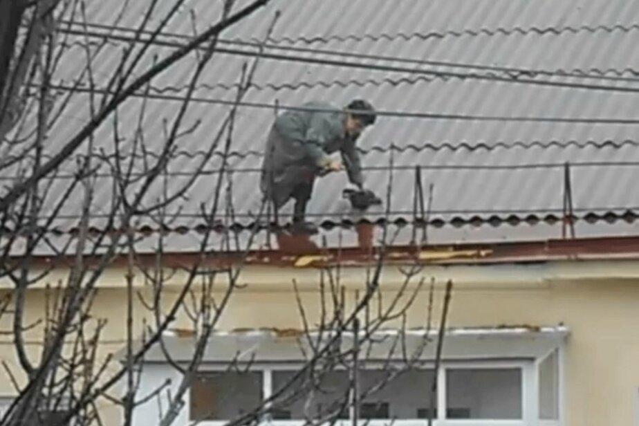 На Балтфлоте машинист разбился- ремонтируя крышу по указу начальства - Новости Калининграда