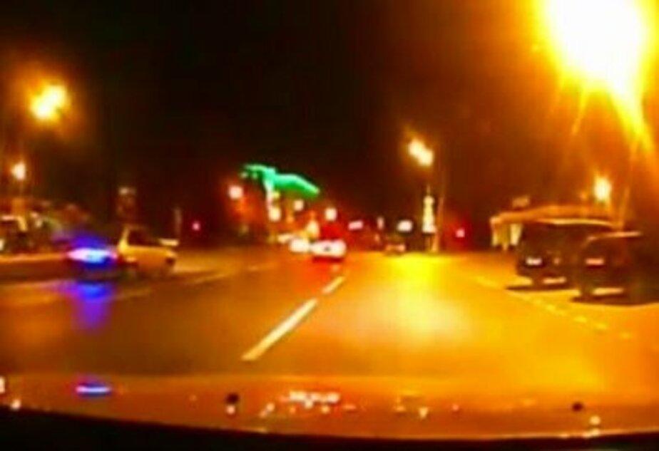 18-летний парень кинулся под машину из-за неразделенной любви - Новости Калининграда