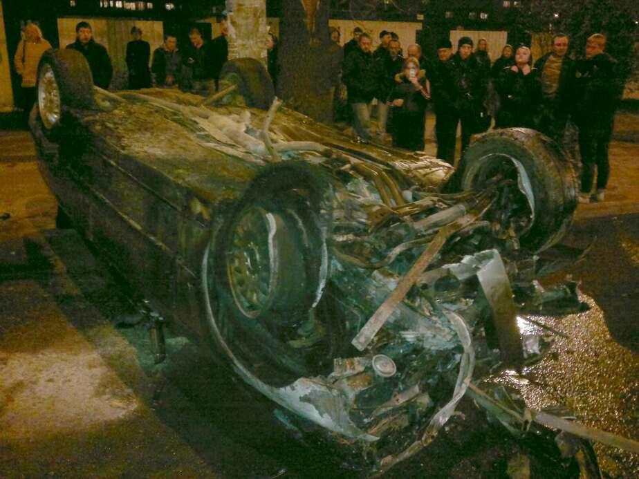 На ул- Горького БМВ врезалась в ограждение- перевернулась и загорелась - Новости Калининграда